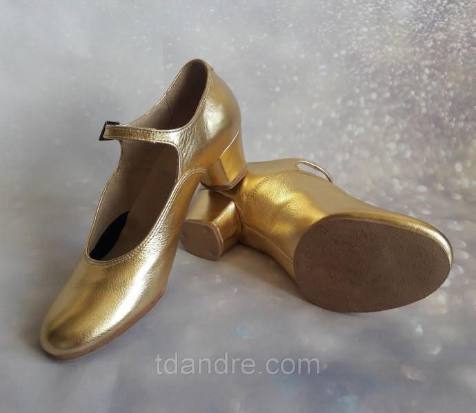Туфли золотые на раздельной подошве.