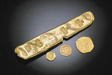 Слиток и золотые монеты